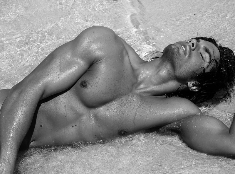 matteo capicchioni by Juan martin 002 Matteo Capicchioni hits the beach with Juan Martin